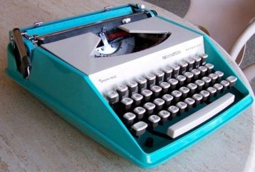 Vintage_REMINGTON_REPORTER_Typewriter_AQUA_BLUE