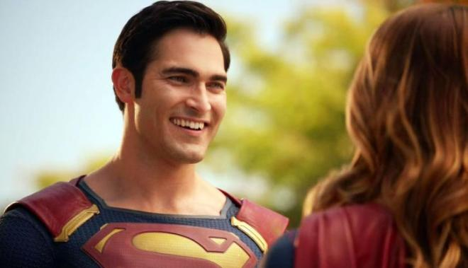 Tyler-Hoechlin-Superman-in-Supergirl-Episode-201 [www.imagesplitter.net]
